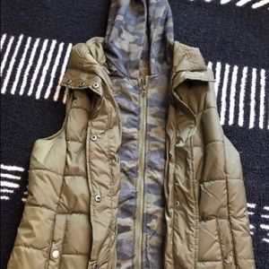 Army green vest with camo lining and hood NWOT